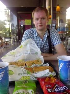 Два огромных сэндвича из сети ресторанов фаст-фуда Subway, $15