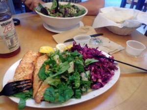 Лосось с двумя видами салатов на выбор, греческий салат, $24