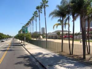 За забором - Музей искусств Лос-Анджелеса