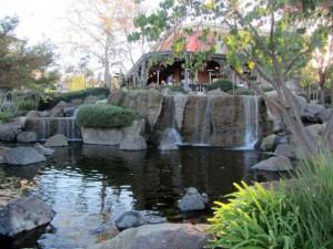 Ресторан с водопадом